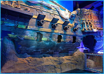 Sunken 16th Century Galleon - Sea Life Minnesota Aquarium