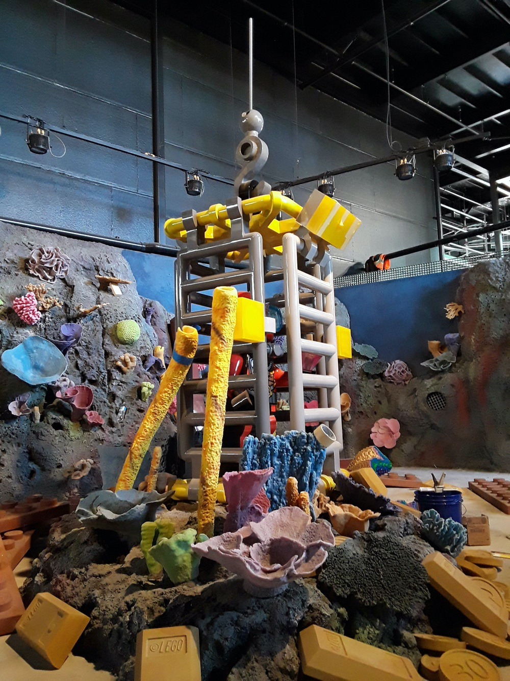 diver cage theming