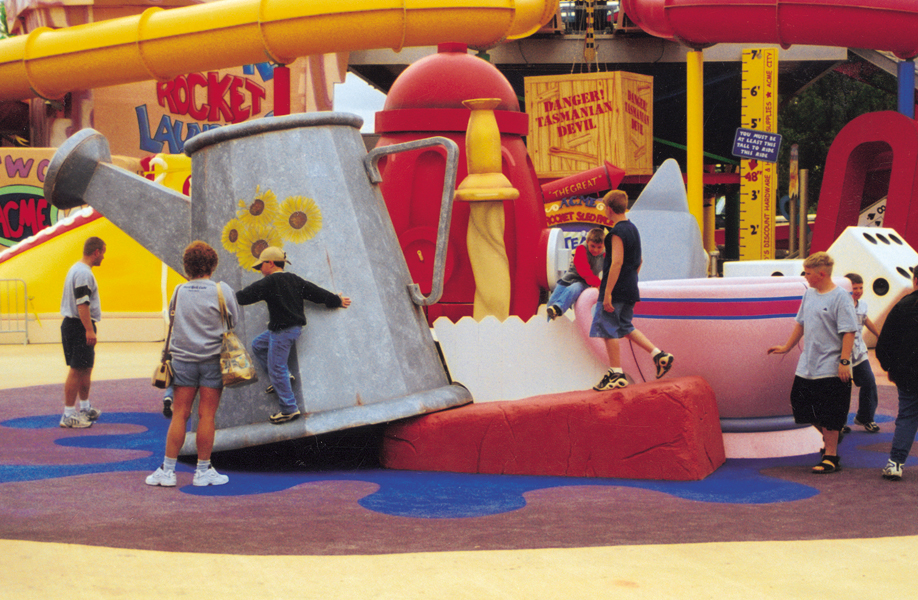 Attraction & Entertainment Solutions | Sculpture + Props | Six Flags Watercan